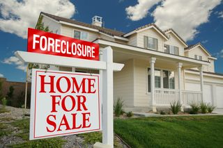 078-foreclosure-home-sale-sign
